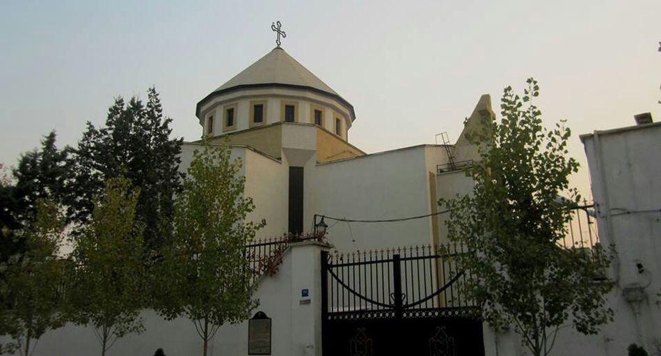 Church holly garigour