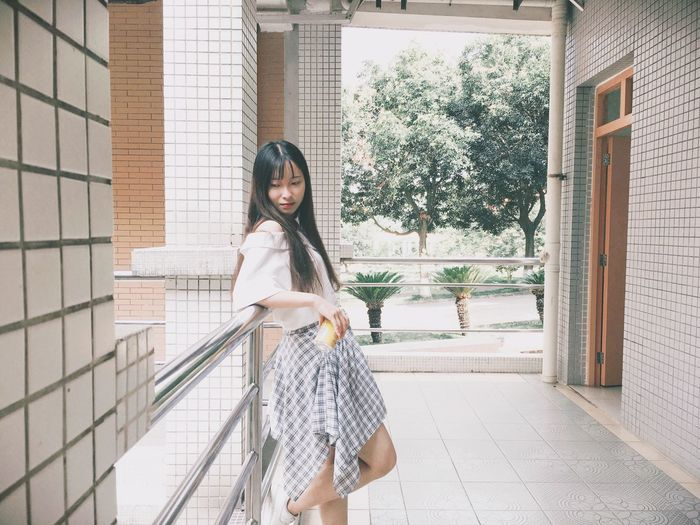 清晨 在教學樓.🥫 School Life  Teaching Building Morning Sun Enjoying Life That's Me! One Person Standing Real People Day Outdoors Looking At Camera Lifestyles