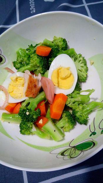 Salad Brocolli Carrots Chicken Egg Vegetables Healthy Eating Homemade Homecooked Getty Images Foodporn EyeEm Best Shots EyeEm Gallery