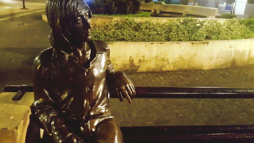 No voy a cambiar la forma en la que miro o en la que siento para conformarme a algo. Siempre he sido raro, por lo que seré raro el resto de mi vida y tengo que vivir por ello. Soy una de esas personas. - John Lennon #john Lennon #indie #photography #mibellacostarica EyeEmNewHere