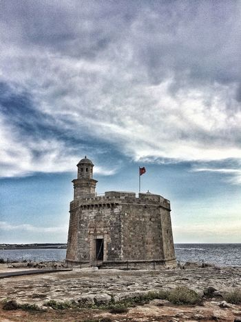 Jedna z pevností na ostrově Menorca🏛 #view #Nature  #traveling #travel #kphoneonly #picoftheday #Iphoneography #Island #cloudy #clouds  #sky #sea #tower #photography #menorca #History