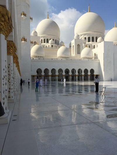 Sheikh Zayed Grand Mosque United Arab Emirates Abu Dhabi Dubai❤ Mosques Of The World Mosque Architecture Islamic Architecture Islamic Center