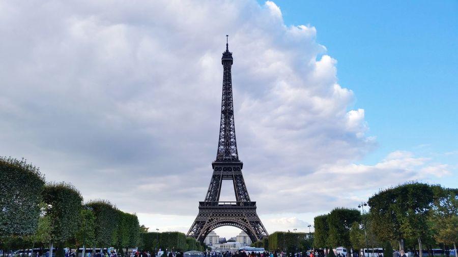 Eiffel Tower Paris Eiffel Tower Cityscape Paris ❤ Eiffel Tower Paris Travel Destinations Tower Architecture Cloud - Sky Built Structure Tourism Travel Low Angle View Monument Outdoors City Cultures