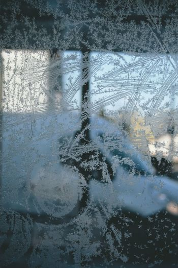 Glass - Material Window Transparent Backgrounds Wet Full Frame Reflection Weather Water Day No People Close-up Indoors  Sky Frosted Glass Snowcristals  Ice Cold Temperature Winter Snow Outdoors Textured  City Life The City Light