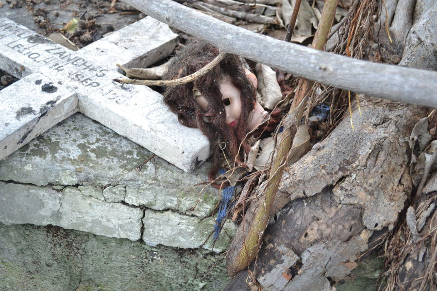 Cemetery Grave Memorial No People Tombstone Doll Muñeca