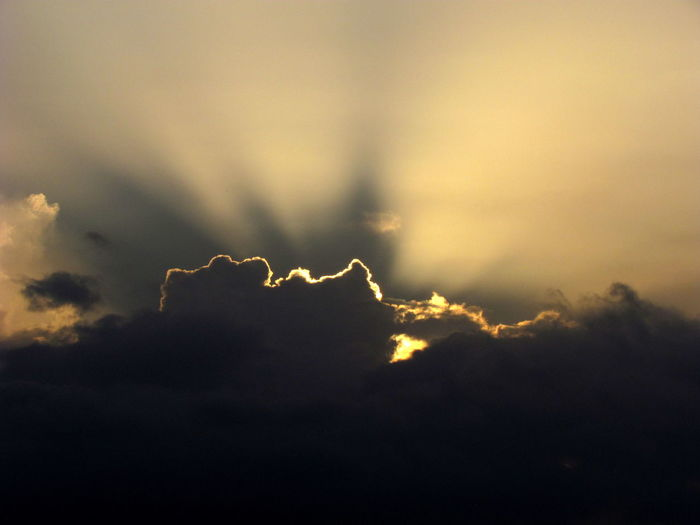 Devine Light Cloud And Sky Sun Rays Clouds And Rays Of Sunshine