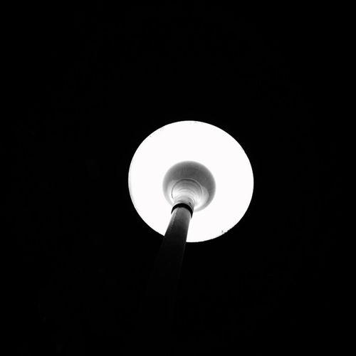 Blackandwhite 夜深的时候最不喧闹,也许这是你最爱夜晚的原因。