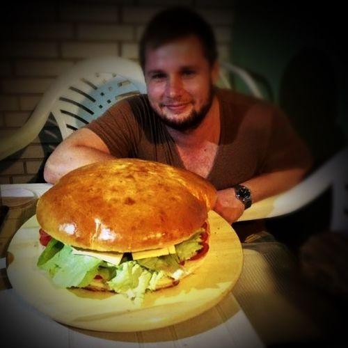 Burger Hamburger Giant GiantBurger ShareTheMeal BBQ Timewithfriends