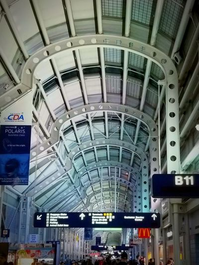 Travel Large Group Of People Crowd City Indoors  City Life Group Of People Commuter Arrival Airplane Ticket Adult People Chicagoshots Chicago, Illinois Chicago Photographer Airportphotography Architecture