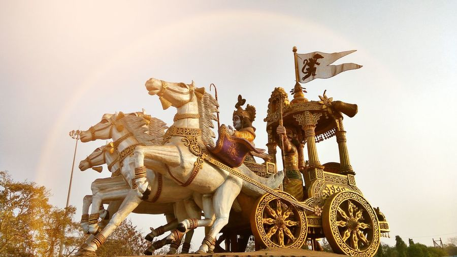 Arjuna Rath Battlefield Indian History Bhilai Civic Center Chhattisgarh,India Horses Horse Cart Statue Sculpture No People Architecture Outdoors Day EyeEm Diversity Art Is Everywhere