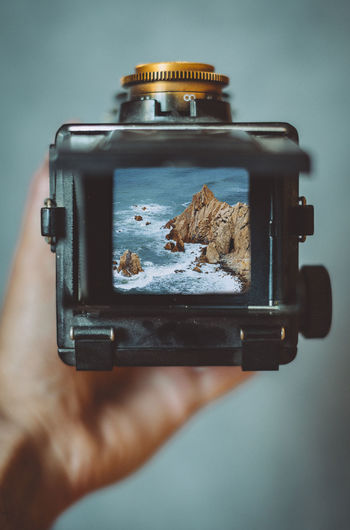Camera Retro View Focus Holding Human Hand Lifestyles Medium Format Personal Perspective Photography Themes Through The Lens Vintage The Week On EyeEm Editor's Picks