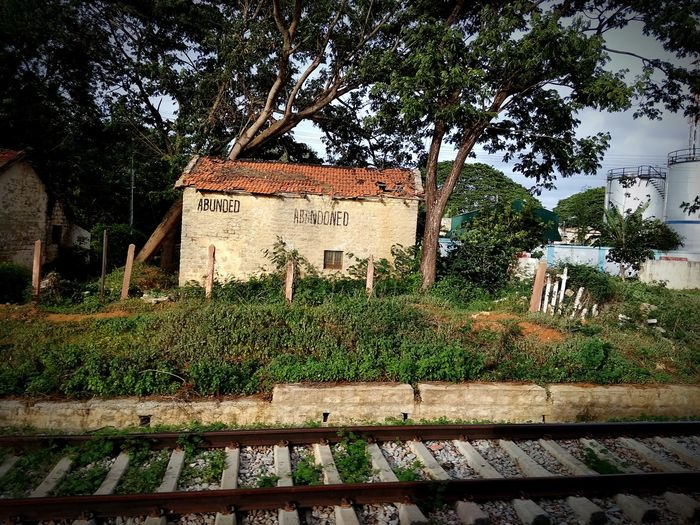 Abandoned house Trees Abandoned Abandoned House Old Indian House Railway Line Abandoned Places Abandoned Buildings Wall No Man Tree Architecture Built Structure Discarded Railroad Track Deterioration Railroad Station Platform Bad Condition