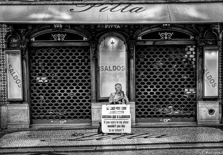 L'aveugle Street FUJIFILM X-T10 Fujifilm_xseries Fujinon18mm F2 R Blackandwhite Fujixclub Fuji Xt10 Noir Et Blanc Blackandwhite Photography Lisboa Lisboa Portugal Portugal FUJINON18MMF2