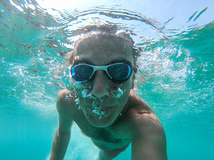 Underwater view of a young diver man swimming in the sea. Air bubbles coming out from mouth and nose Swimming Leisure Activity Water Man Males  Sea Eyewear UnderSea Swimming Underwater Ocean Sea Water Blue Transparent Air Bubbles Snorkeling Fun Healthy Lifestyle Summer Vacation Tropical Tropical Paradise Thailand Maldives Phi Phi Island Underwater Selfie