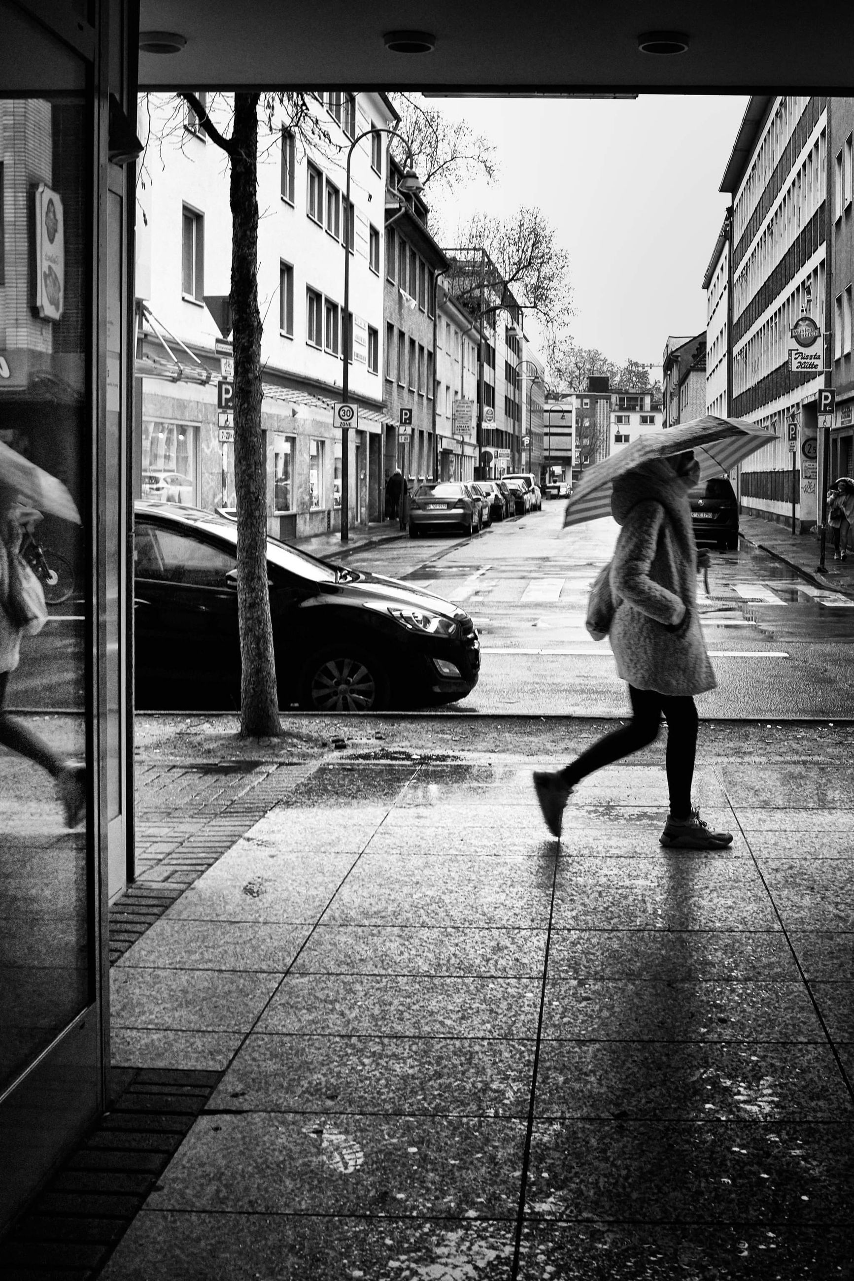 black, snapshot, road, street, architecture, white, city, black and white, full length, built structure, infrastructure, building exterior, one person, monochrome, monochrome photography, footpath, walking, transportation, day, lifestyles, city life, adult, women, sidewalk, mode of transportation, rear view, casual clothing, men, leisure activity, darkness, footwear, motion, outdoors, urban area, person, nature, city street, camera, car, on the move, building, clothing, standing, child, childhood, motor vehicle, female