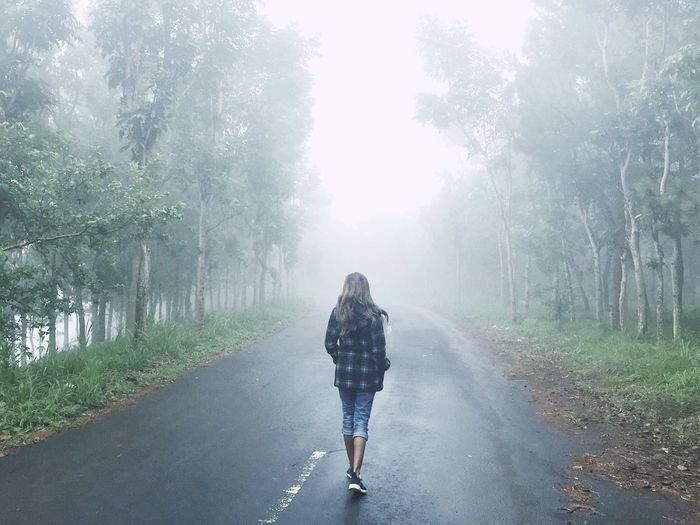 Tree The Way Forward Road One Person Full Length Rear View Casual Clothing Walking Nature Beauty In Nature Mist Misty Mountain Nature Photography Naturelovers