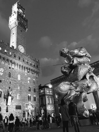 Fischer's sculpture in Piazza Signoria Statue Architecture Night Florence Contemporary Art Fischer Concept Art Sculpture Minimal The Traveler - 2018 EyeEm Awards The Great Outdoors - 2018 EyeEm Awards