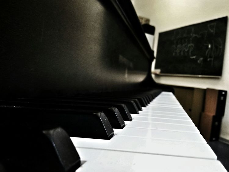 Piano Piano Keys Musicschool TeacherLife Samsung Galaxy S3 Handyphoto Couldn't resist to not use those 10 minutes free today by shooting around :-)