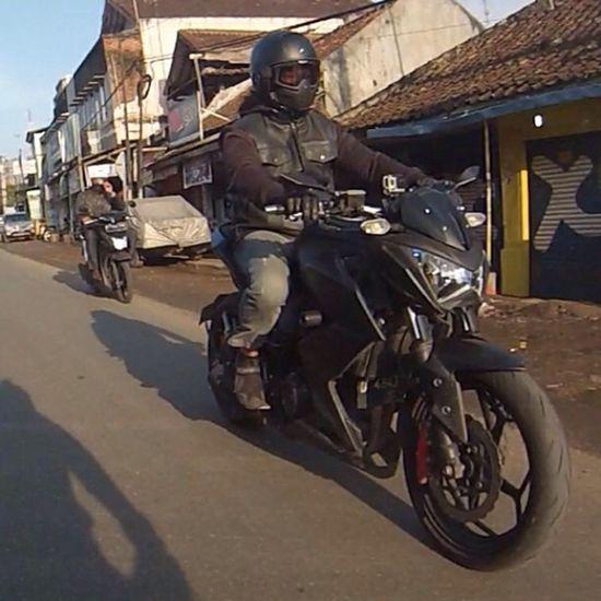 Kawasaki Z250 Kawasakiz250 Kawi kawination streetfighter nakedbike zriders z250blackv6 2014 val iphone5 gopro gopro3 ktc shark sharkraw soyouz reebok @photogridorg