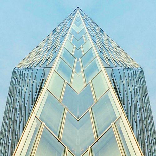 Triangular_pyramid Triangle Pyramid Daiamond Glassreflection Glass Peak Objects ArtWork Art Architecture Instaarchitecture Buildingphotography Crystal Stendglass Lookingupclub 青山 表参道