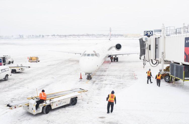 Travel At The Airport Snow Delta Airlines