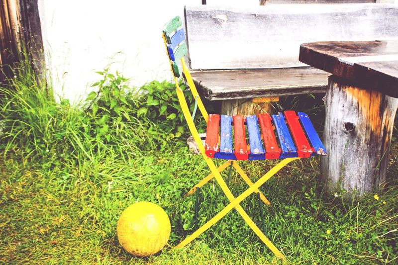 Multi Colored Grass Variation Outdoors Sommergefühle Child Children Chair Kid Childchair Ball Sport Little Chair Still Life Stuhl Kinderstuhl Kind Kindergarten Children Playing Playing Table No People Day Outdoor Farbenfroh The Still Life Photographer - 2018 EyeEm Awards