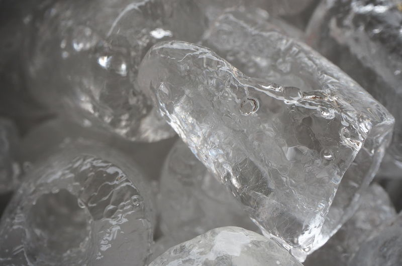 Industry Close-up Ice Crystal Foil  Aluminum Seashell Semi-precious Gem Foil - Material Crystal Hexagon Snowflake Quartz Drink Can Gemstone  Recycling Center Mineral Icicle Brushed Metal Frost Ice Animal Shell Honeycomb Alloy Precious Gem Diamond Shaped Marbled Effect Shell Ruby Diamond - Gemstone Platinum