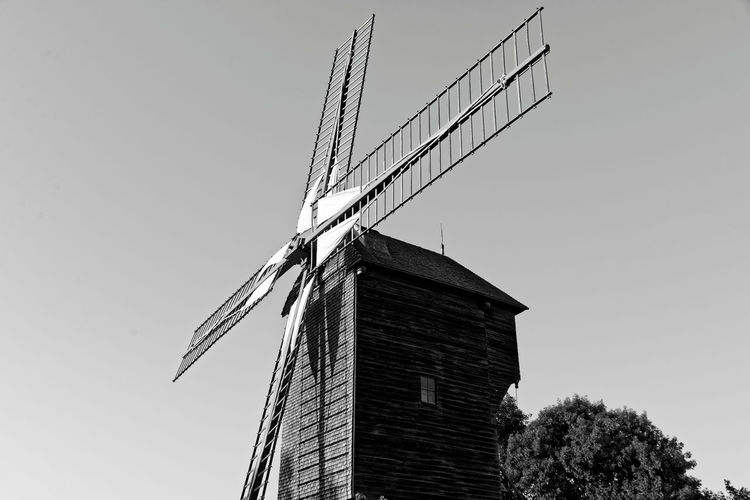 Sannois - Moulin Exploring Moulin Noir Et Blanc Sannois Architecture Black And White Blackandwhite Building Exterior Built Structure Clear Sky Day Exploration History Low Angle View Moth4fok No People Noiretblanc Outdoors Pale Sky Traditional Windmill Urban Urbex Windmill Windmill Of The Day The Week On EyeEm EyeEmNewHere Go Higher