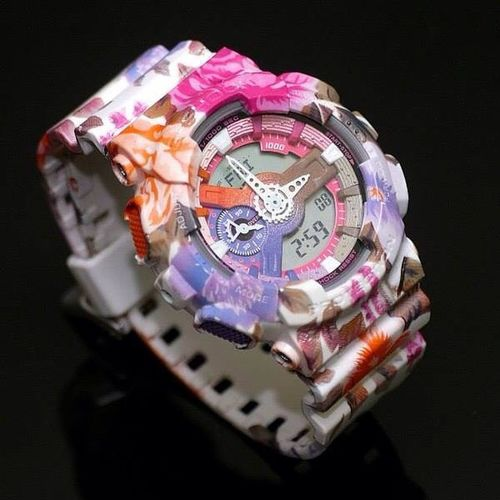 This customized G-Shock is so effin'cute! I never liked floral things but this is definitely an exception. What do you think girls? 😊🌸🌷🌼🌻🌹 Gshock_Lover ❤️