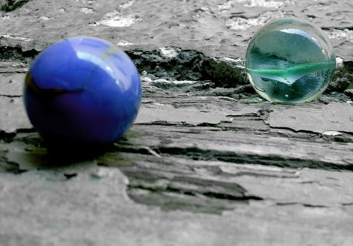 Canicas. Sphere Ball Marbles Reflection Sand No People Day Close-up Outdoors Nature Water Fragility Canicas Bolas