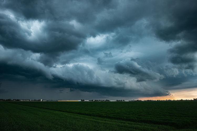 Approaching shelf cloud of a thunderstorm in the evening light