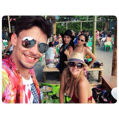 Habemus praia! ;) Friends Beach Perfect Hangover