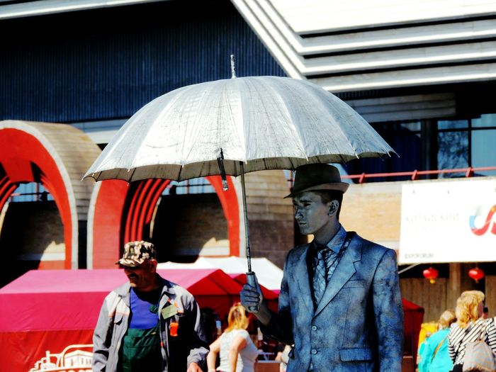 Silver Man Umbrella☂☂ Sankt-peterburg Live Statue Springtime Lenexpo Walking Around