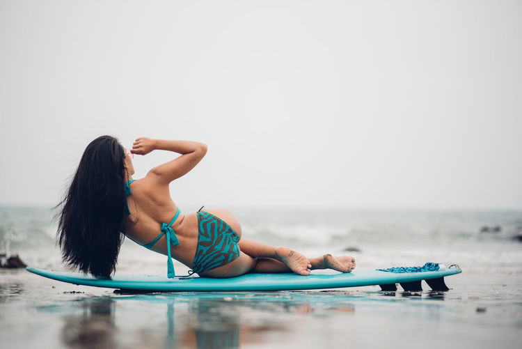 One Person Water Sea Leisure Activity Full Length Lifestyles Adult Holiday Trip Vacations Copy Space Healthy Lifestyle Young Adult Sport Day Clothing Relaxation Nature Horizon Over Water Hairstyle Outdoors