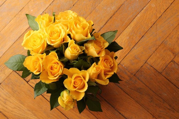 Yellow roses Flower Table High Angle View Wood - Material Indoors  Celebration No People Hardwood Floor Petal Yellow Rose - Flower Directly Above Plant Fragility Bouquet Freshness Nature