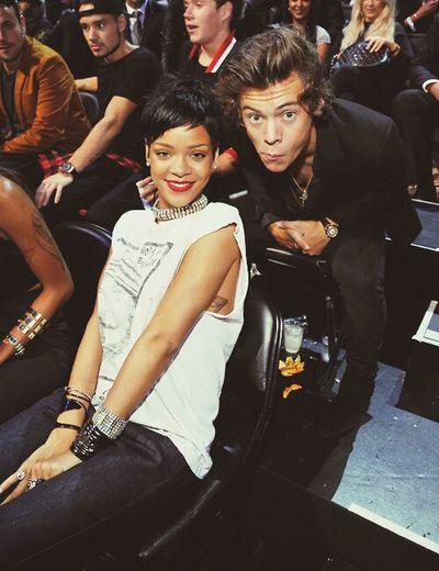 Harry with Rihanna ♥ Harry Styles One Direction Rihanna Mtv Vma