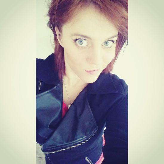 That's Me Girl Red Head Ginger Black Jacket Smile Pretty Selfie