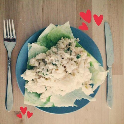 Mittagessen veganes Risotto auf Eisbergsalat Vegan Vegansofinstagram Vegansofig Risotto vegangerman salat healthyfood healtheating