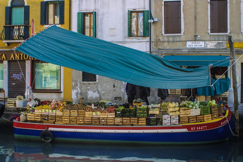 Venedig ohne Touristen, Venice withaout Tourists Boatshop, Fruits, Vege Venedig, Ohne Touristen, Lagune, Frühling, Venice, WithoutTourists, Springtime, City, Sea, Water, Historical, Old Town Mode Of Transport Nautical Vessel Outdoors Transportation