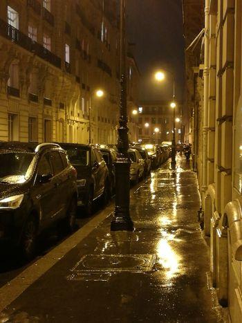 Paris 16ème Light Rain Street Cars EyeEm Nightlights Nightphotography HuaweiP9