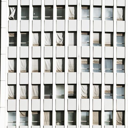 Full Frame Shot Of Modern Building On Sunny Day