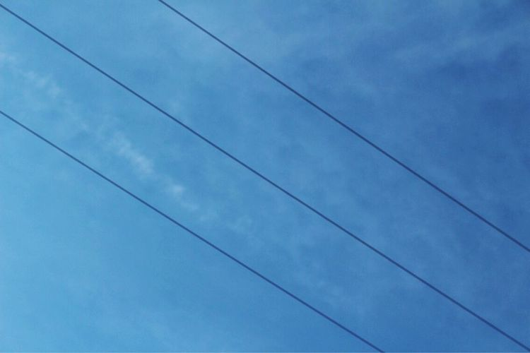 Low Angle View Cable Sky Power Line  No People Day Outdoors Cloud - Sky Blue Nature Beauty In Nature Vapor Trail Bird Lust For Life Bestoftheday Freshness España SPAIN USA Close-up Thanks  Picoftheday Photography Photographer LINES