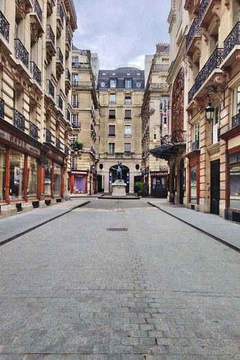 some Street in Paris . The Purist (no Edit, No Filter) No Edit/no Filter Cityscapes City Architecture Architecture_collection Learn & Shoot: Leading Lines