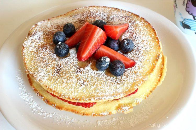 The EyeEm Breakfast Club Pancakes Strawberries GOODMORNING #WORKHARD #DIVAACESSORIOS #MILITAR #PULSEIRISMO #SABADOLINDO #PÓSSAMBO #DELICIIA