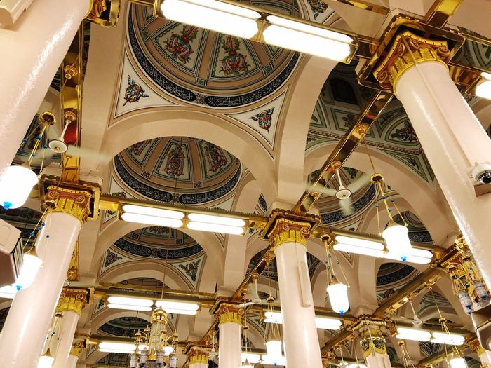 Mosque Madinah Rawda Islam Architecture Caligraphy Roof Rawda EyeEm Selects Architecture Ceiling Low Angle View Indoors  Built Structure Architectural Feature Ornate Architectural Design Religion Architecture And Art History Dome No People Travel Destinations Place Of Worship
