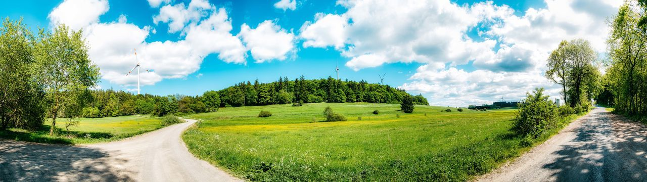 Panorama Wiese - Weg - Wald und Windkraft Blue Blue Sky Blue Sky And Clouds Cloud Cloud - Sky Cloudandsky Grass Green Nature Panorama Panoramic Landscape Panoramic Photography Panoramic View Road Sauerland Trees Windcraft Windmill