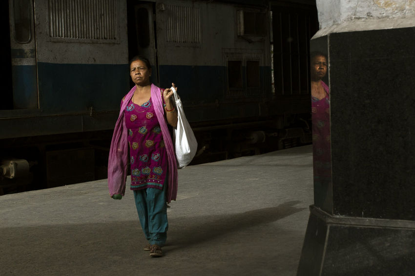 The Light Delhi EyeEm Selects EyeEm Gallery Light Moments Railstation Beauty Of Light Built Structure Eye4photography  Real People Stolen Moments Street Streetphotography Week On Eyeem Women