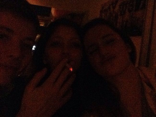 ....ok, avec vous <3333 Hanging Out Smoking Party Hello World