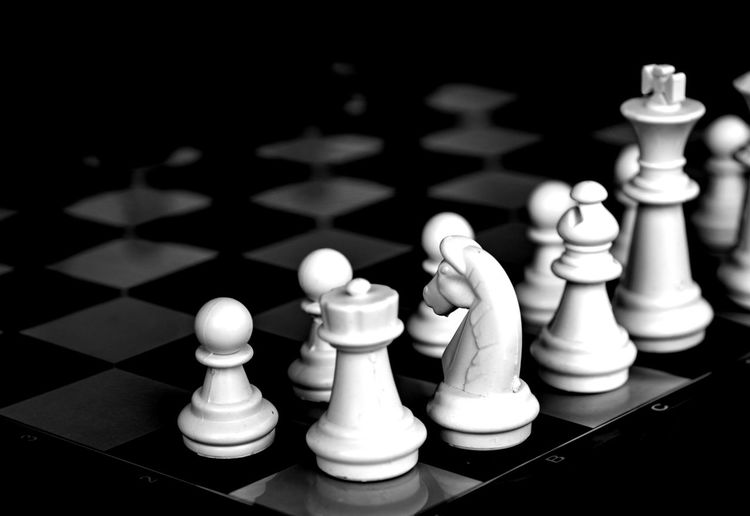 chess Queen - Chess Piece Chess Piece Chess Knight - Chess Piece Chess Board King - Chess Piece Black Background Intelligence Pawn - Chess Piece Strategy