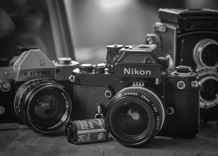 時を経て Nikon Petri Yashima Olympus Olympus Om-d E-m10 EyeEm Black&white Monochrome Film Industry Camera - Photographic Equipment SLR Camera Photographing Retro Styled Camera Camera Film